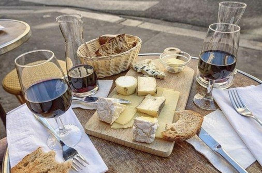 Pan, vino y queso. Tienen mucho en común.