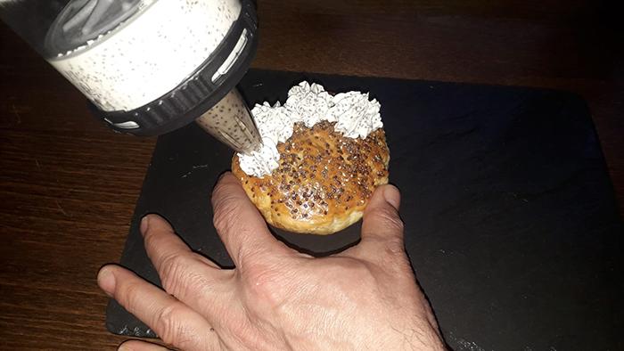 Haciendo rosetones de crema de queso